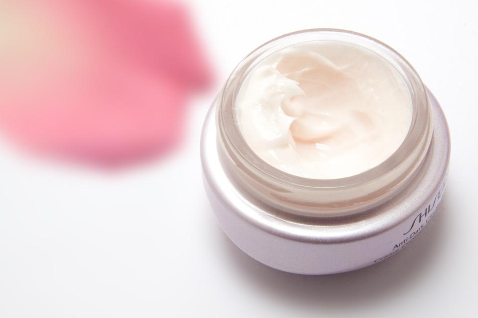 Les crèmes à base de collagène vendues en pharmacie sont elles vraiment efficaces ? Découvrez sans attendre notre comparatif